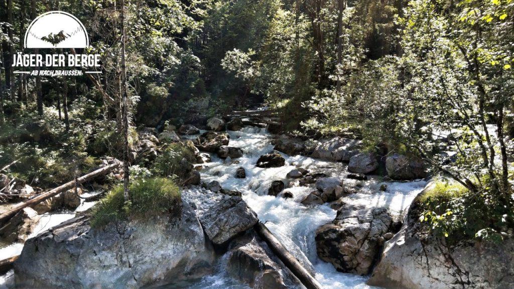 Die Ramsauer Ache bahnt sich ihren Weg durch den Zauberwald
