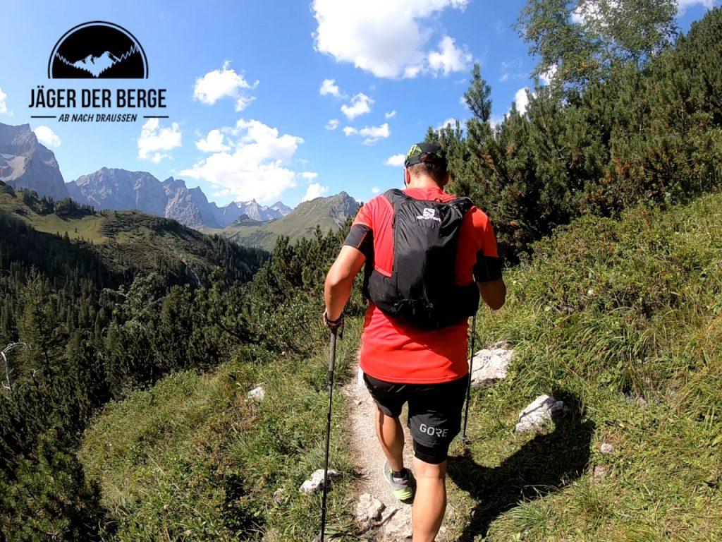 Im Aufstieg zum Binssatel am Karwendelmarsch