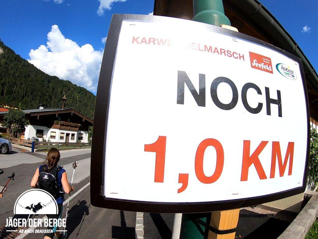 Noch 1 km zum Karwendelmarsch-Ziel in Pertisau
