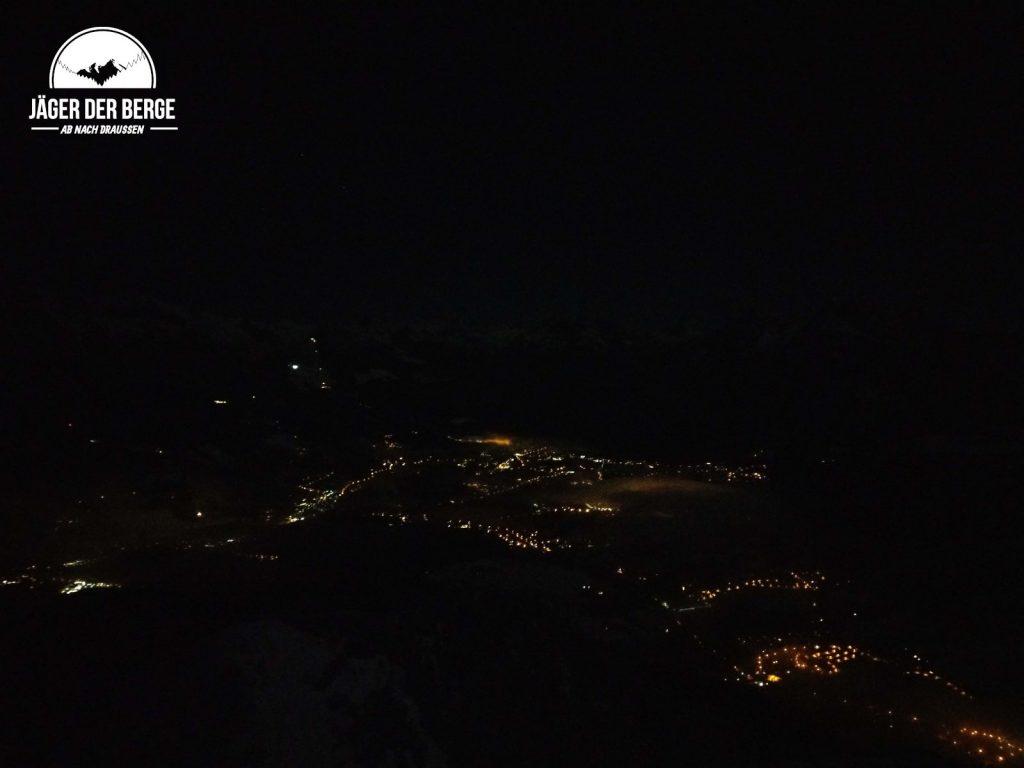 Blick vom Rauhen Kopf auf Berchtesgaden bei Nacht